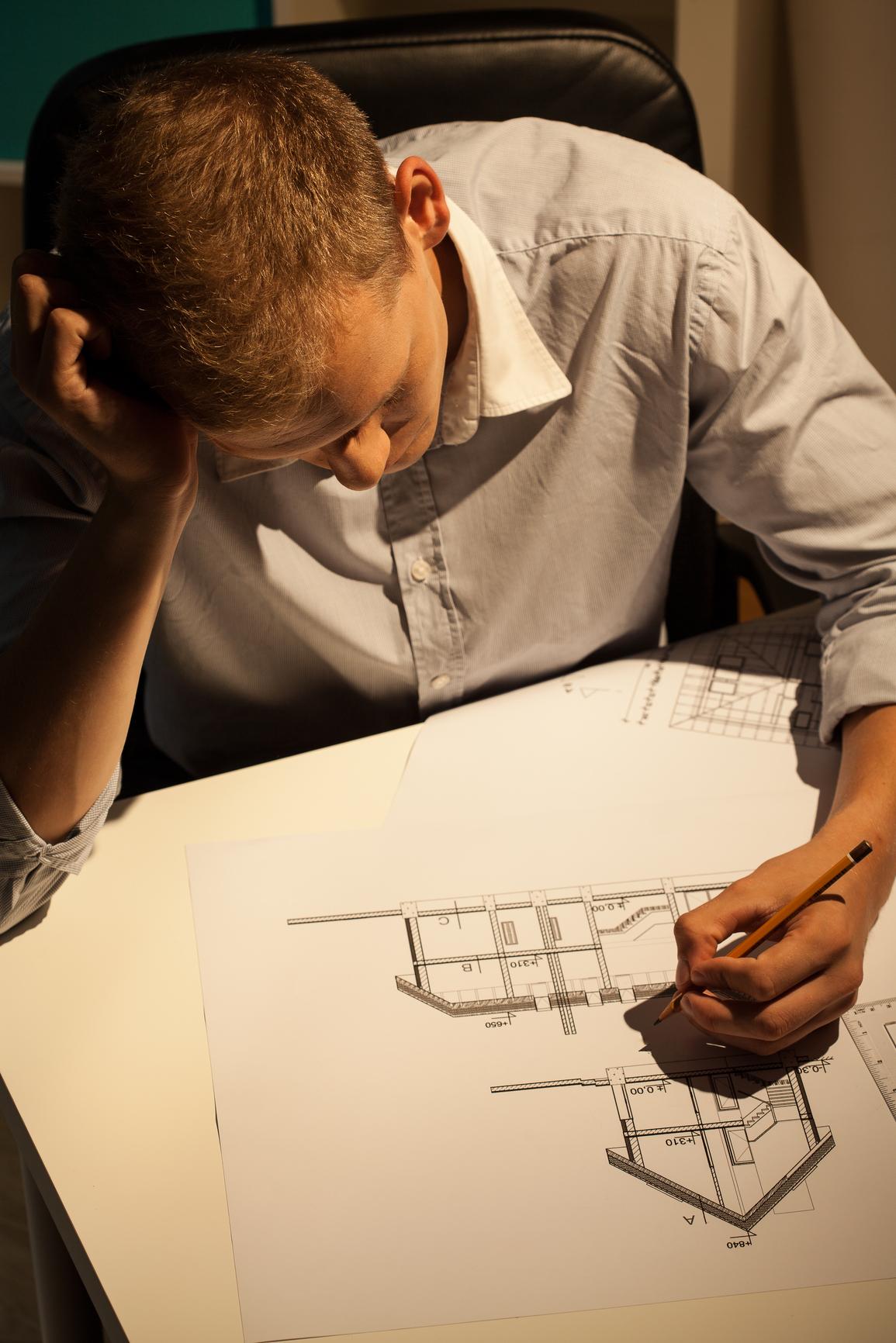 Ganz wichtig im Bauprozess: der Architekt (Depositphotos)