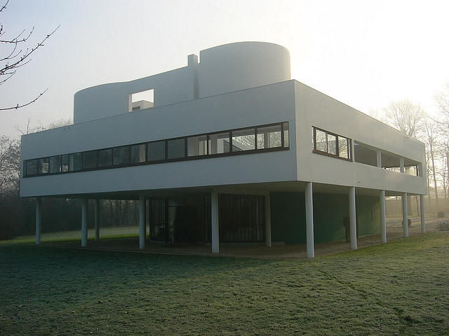 Die Villa Savoye von Le Corbusier (Foto: Rory Hyde, CC)