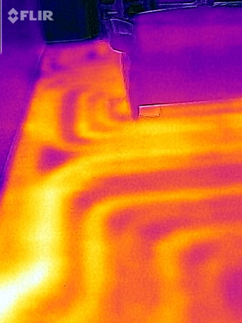 Wärmebild einer Fußbodenheizung