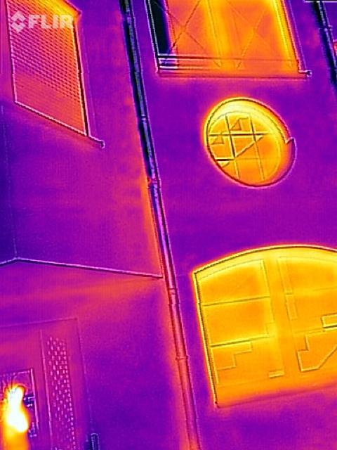 Wärmebildaufnahme einer Fassade