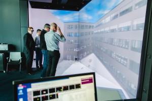 _Tagungteilnehmer im Immersive Engineering Lab des Fraunhofer IAO _c) buildingSMART e.V. - Ludmilla Parsyak Photography