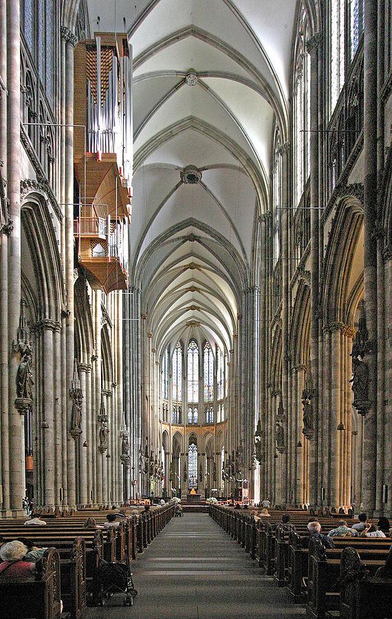 Das Mittelschiff des Kölner Doms (Foto Thomas Robbins)