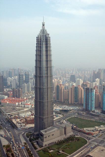 Der Jin Mao Tower (Quelle: Wikimedia, Ejdzej, CC 3.0)