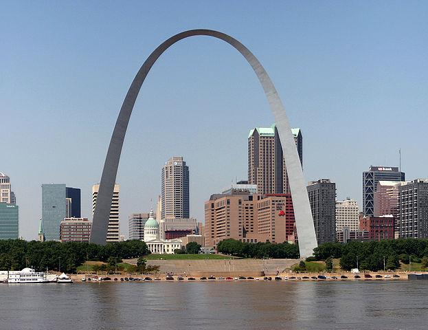 Der Gateway Arch in St. Louis (Wikimedia, buphop, CC 3.0)