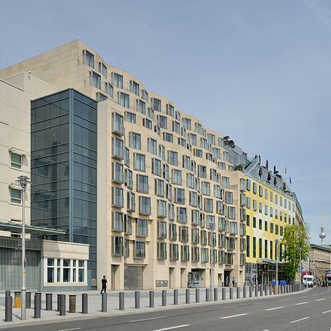 Das Gebäude der DZ Bank (Foto: Taxiarchos228, Free Art Licence)