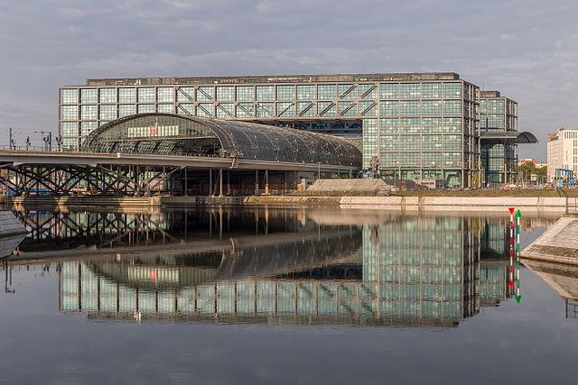 Der Berliner Hauptbahnhof (Foto Ansgar Koreng / CC BY 3.0 DE)